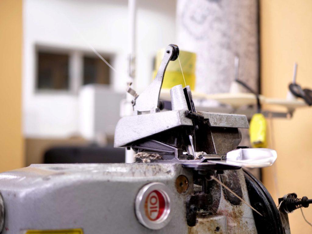 Mašina za rezanje tepiha iz salona Sahara
